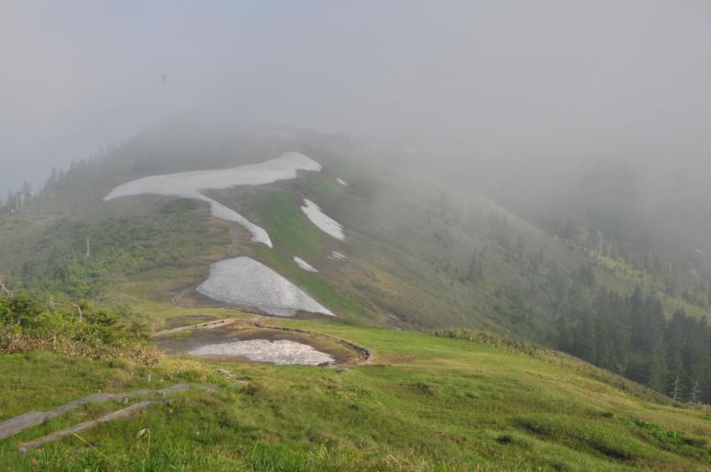 会津駒ヶ岳から中門岳への展望